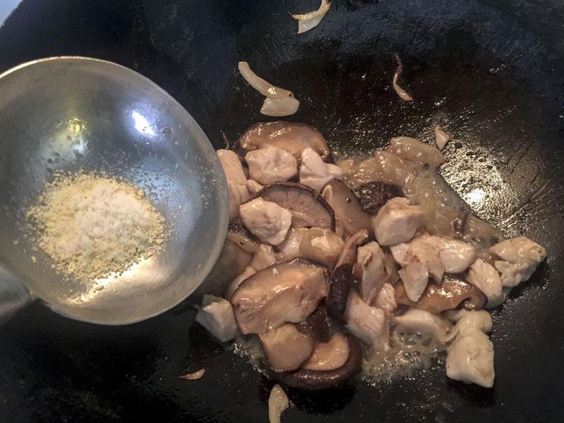 Pollo con Funghi e Zenzero